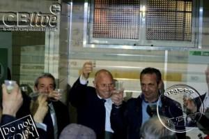Battista è il nuovo sindaco di Campobasso: il brindisi per festeggiare la vittoria