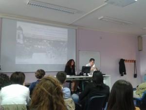 Adriana Niro durante la lezione al Liceo Scientifico di Bojano