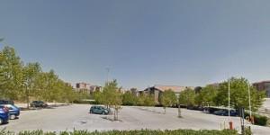 Il parcheggio dell'Università in via De Sanctis, prima dei lavori atti a rimuovere i platani