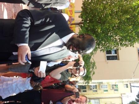 Il sindaco Antonio Battista col volto nero