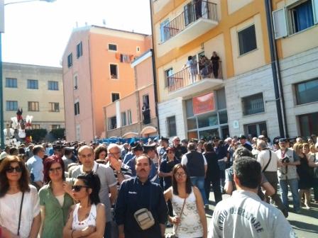 L'attesa di cittadini e turisti