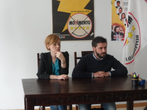 I consiglieri del Movimento 5 Stelle, Antonio Federico e Patrizia Manzo, durante la conferenza stampa sulla sanità