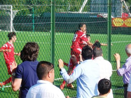 Il Bari festeggia il gol dell'1-1