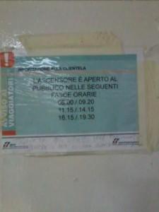 La tabella degli orari durante i quali è possibile usufruire dell'ascensore del sottopassaggio a Campobasso