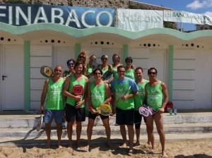 Il gruppo di partecipanti al 'Circuito Beach Tennis 2014'