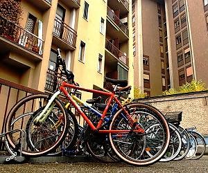 Photo of La bici dove la metto? Nel cortile. No, nell'androne. Facciamo che vado a piedi…