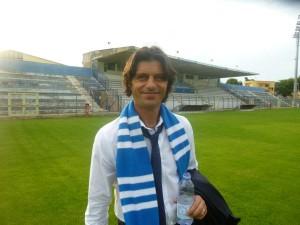 L'allenatore Vincenzo Cosco nell'ultima stagione ha vinto il campionato di serie D con il Matera