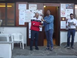 Generoso Perna premiato da Giuseppe Erra