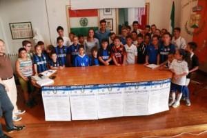 I bambini dell'Inter Club con gli ospiti d'eccezione: Kevin Magri e Gloria Marinelli