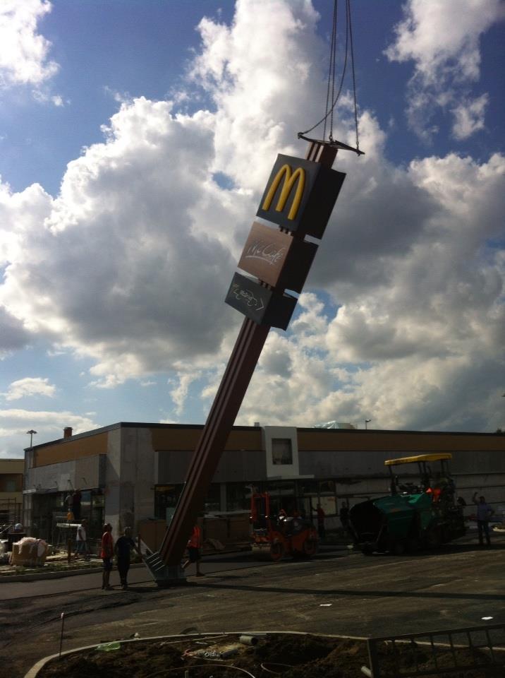 Photo of McDonald's si, McDonald's no. Sistemata a Colle delle Api l'insegna del noto marchio, ma è polemica in città