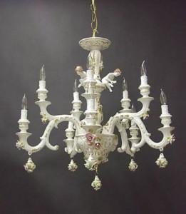 Lampadario bianco in porcellana di Capodimonte