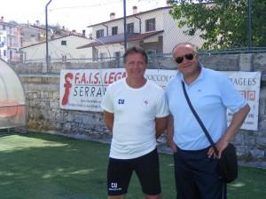 Il direttore sportivo dell'Agnonese, Maurizio Sabelli, con l'ex allenatore Corrado Urbano, oggi trainer del Bari Primavera