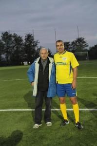 Il fotografo Carmelo Di Pilla con l'ex bandiera del Pescara, Rocco Pagano
