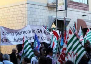 lavoro, la protesta di sindacati e disoccupati  in via genova