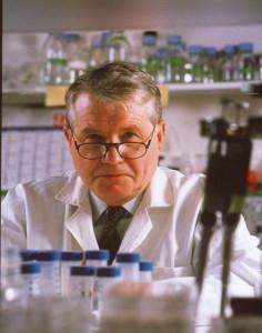 Luc Montagnier laboratoire - Photo Pasteur