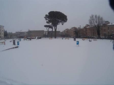 Il parco giochi di via XXIV Maggio a Campobasso sommerso dalla neve