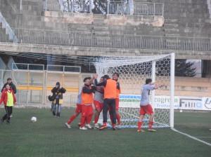 Miani festeggia il gol partita: il Lupo ha battuto il Celano