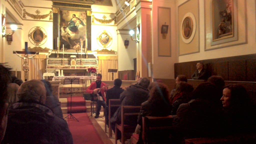 Il giovane maestro Tiziano Palladino mentre si esibisce