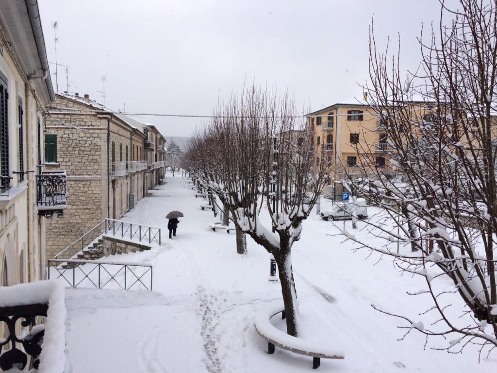 Vinchiaturo, corso Umberto I coperto di neve