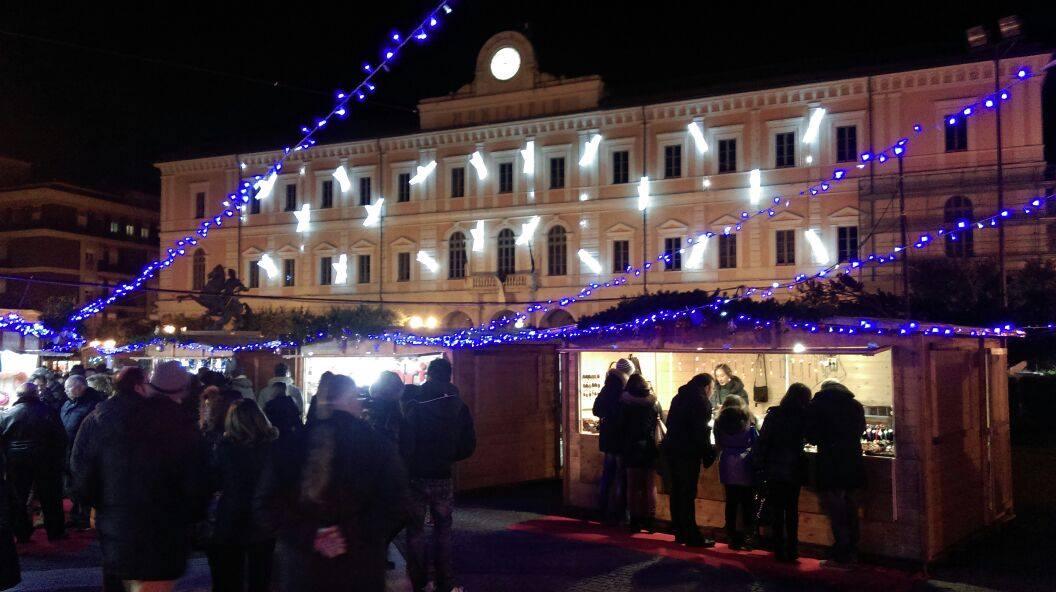 Photo of Covid-19, festività con le luminarie ma senza i consueti mercatini di Natale