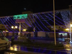 Uno scatto del Mercatino di Natale in Piazza Municipio durante il suo allestimento