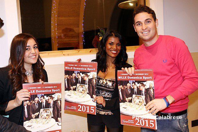 I giovani collaboratori della redazione sportiva di Telemolise con i calendari 2015