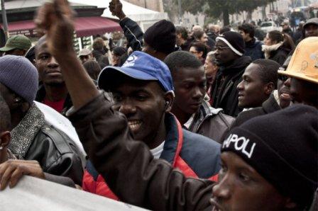 Tensione alta per la protesta dei migranti senza permesso for Regolarizzare badante senza permesso di soggiorno