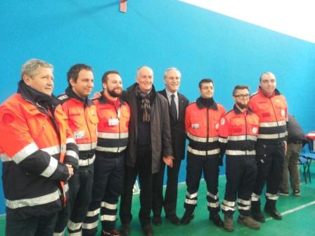 il prefetto gabrielli con alcuni volontari della protezione civile del molise
