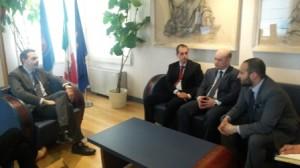 Frattura e ambasciatore Uzbekistan