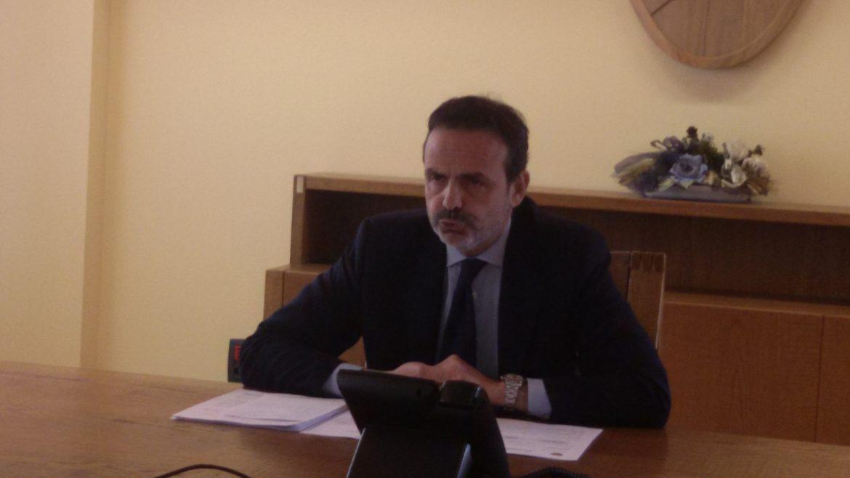 Il Governatore Paolo di Laura Frattura durante la conferenza stampa sulla sanità