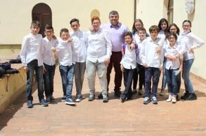 Il professore Vincenzo Cimino con la classe
