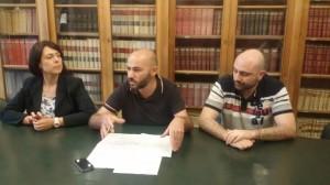 La conferenza stampa tenuta da Felice, Cretella e Praitano