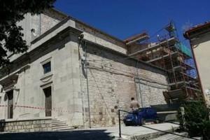 Impalcatura esterna per i lavori di ristrutturazione a Pietracatella