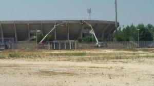 I lavori allo stadio 'Nuovo Romagnoli' nel pomeriggio di giovedì 13 agosto 2015
