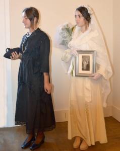 Due tra gli abiti storici presenti alla mostra