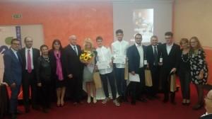 Il gruppo degli studenti pugliesi con i docenti, con il sindaco Battista e gli assessori Colagiovanni e de Capoa
