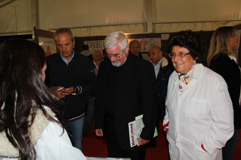 monsignor Bregantini con i ricercatori Neuromed e il Presidente Pietracupa