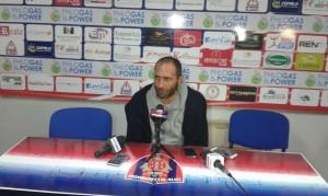 L'allenatore Roberto Cappellacci durante la conferenza stampa dopo il match con la Fermana