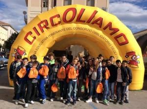 Alcuni studenti che hanno preso parte all'iniziativa in Piazza della Vittoria