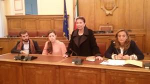 La conferenza stampa a Palazzo San Giorgio: insieme con l'assessore de Capoa, Spirito, Maroncelli e De Gregorio