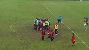 I calciatori del Campobasso festeggiano la terza vittoria stagionale