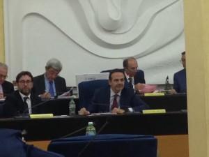 Il governatore Frattura e sullo sfondo Cotugno appena insediatosi