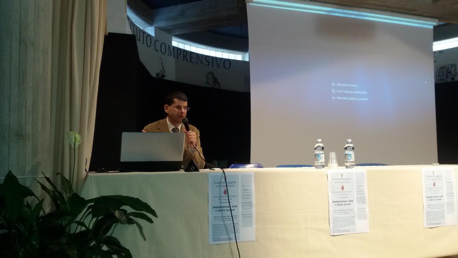 Vincenzo Musacchio durante l'incontro con gli studenti della 'Petrone' di Campobasso
