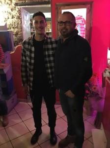 Il neo-acquisto della Juventus, Rolando Mandragora, insieme a Massimo Barometro