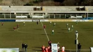 Il calcio di inizio di Chieti - Campobasso