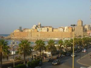 Una veduta del centro storico di Termoli da lungomare