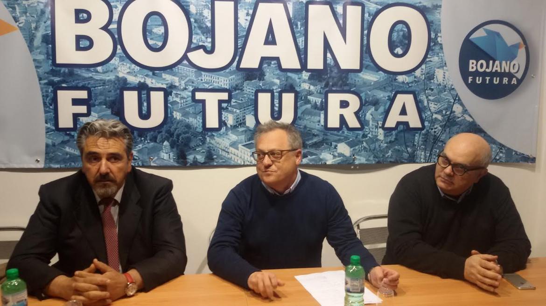 L'aspirante sindaco di Bojano, Marco Di Biase, tra Virgilio Spina e Natale Liberatore