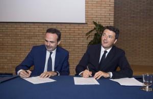 La firma del Patto per il Molise: il premier Renzi e il governatore Frattura