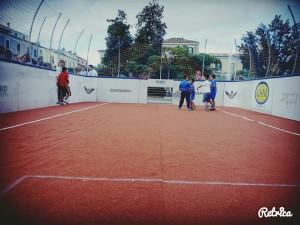 Il campo del torneo di calcio tre contro tre in Piazza Municipio