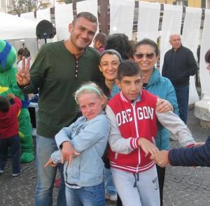 I ragazzi de 'Le Onde' con l'assessore de Capoa, il consigliere comunale Trivisonno e la psicologa Elena Salvatore